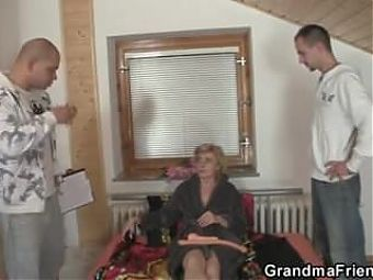 Old grandma pleases two delivery men