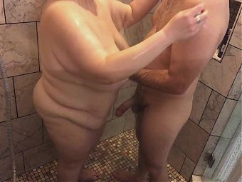 Homemade Amateur Couple Has Playful Shower Sex with Mature BBW TnD