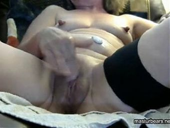 Granny pussy playing
