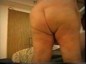 BBW Daisy Masturbating.