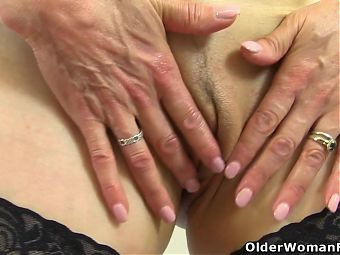 British gilf Pandora works her old fanny with vibrator